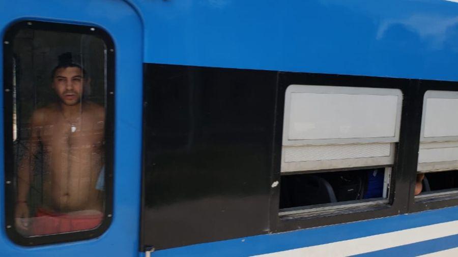 En el día más caluroso del año el tren Roca funcionó con trenes viejos y sin aire acondicionado.