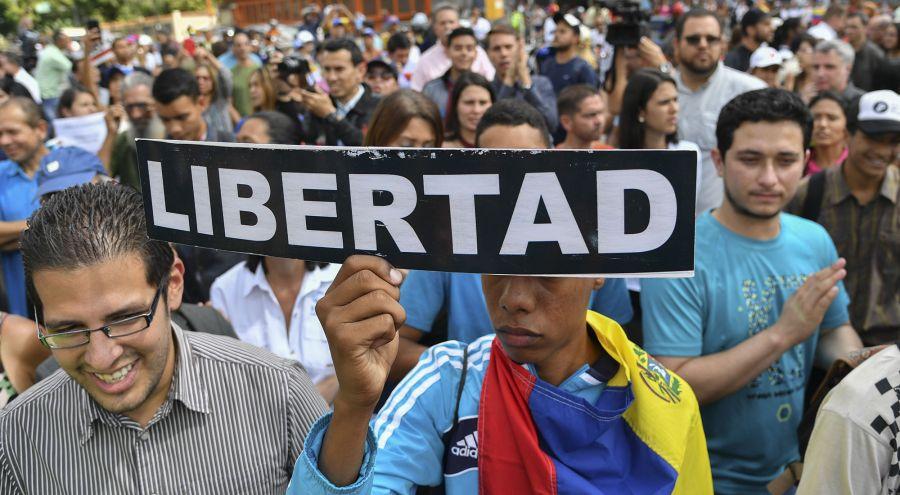 Marcha opositora en Venezuela. Foto: AFP.