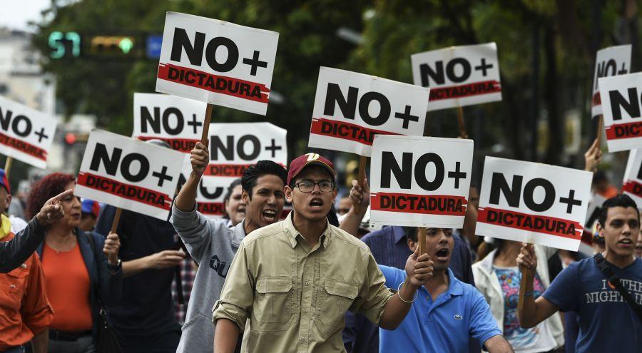 Miles de opositores volvieron a marcha en Venezuela. Foto: AFP.