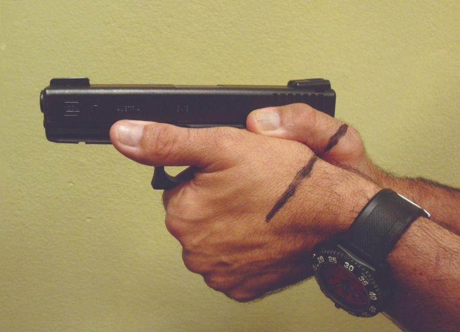 0203_Cómo controlar el retroceso en la pistola