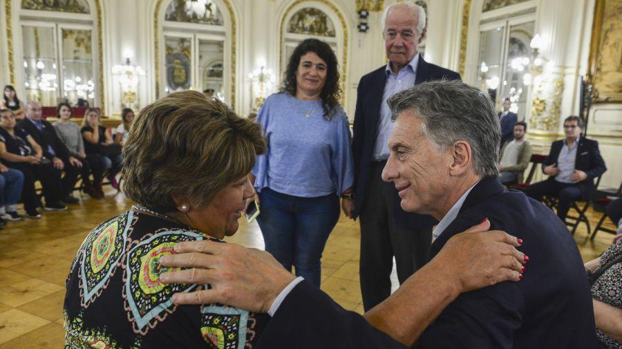 Mauricio Macri recibió hoy en la Casa Rosada a familiares de héroes de Malvinas