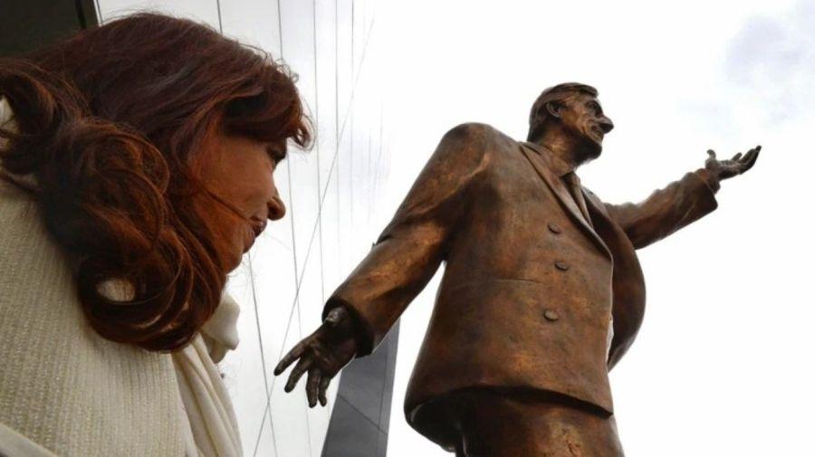 estatua Nestor Kirchner Ecuador g_20190314