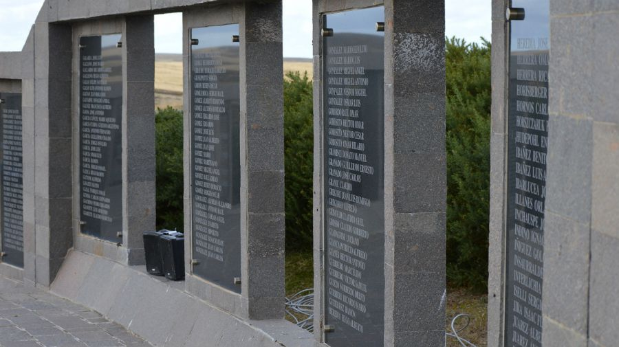 Dolor y recogimiento en el Cementerio de Darwin.