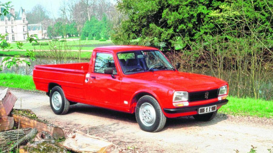 El antecedente de una pick-up de Peugeot de producción nacional se remonta a fines de la década de 1960 cuando se producía la pick-up 504.