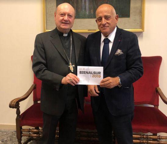 El Cardenal Gianfranco Ravasi, Presidente del Consejo Ponticio de la Cultura y Anibal Jozami, Rector de la UNTREF , anuncian que el Vaticano se incopora a BIENALSUR.
