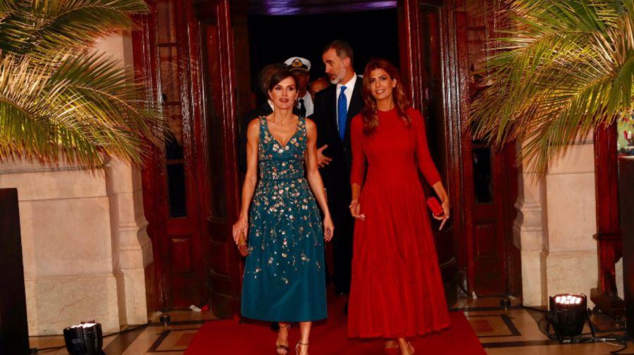 La reina Letizia de España y la primera dama Juliana Awada durante la cena de gala en en CCK.