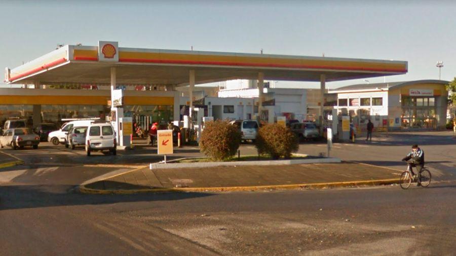 La estación de servicio Shell cercana al Shopping Parque Avellaneda fue el escenario del tiroteo.