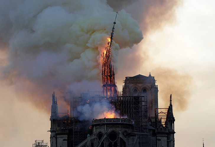 Notre Dame spire collapses.