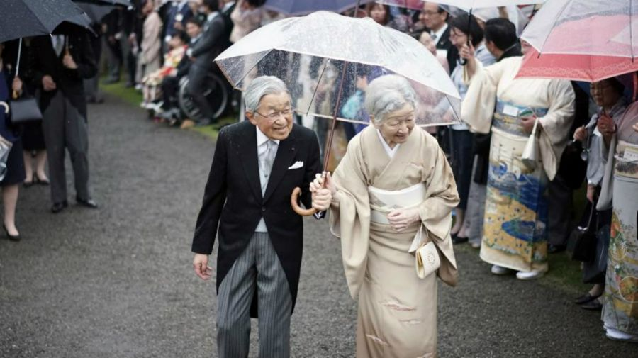 vida del emperador akihito de japon