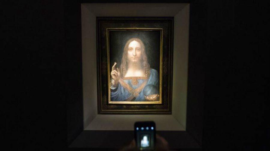 Este misterio se suma a las dudas ya existentes sobre la autoría de la obra, que podría haber sido realizada por discípulos de Da Vinci, y no por el maestro.