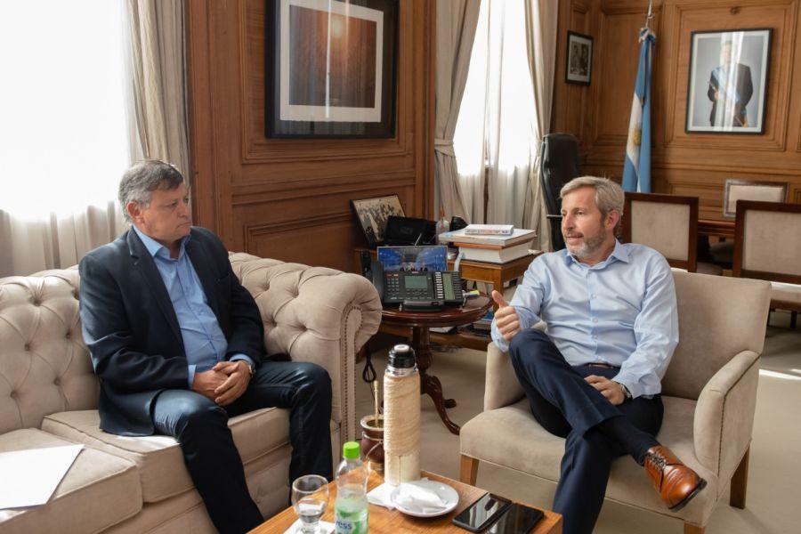 Domingo Peppo y Rogelio Frigerio dialogan sobre el acuerdo.