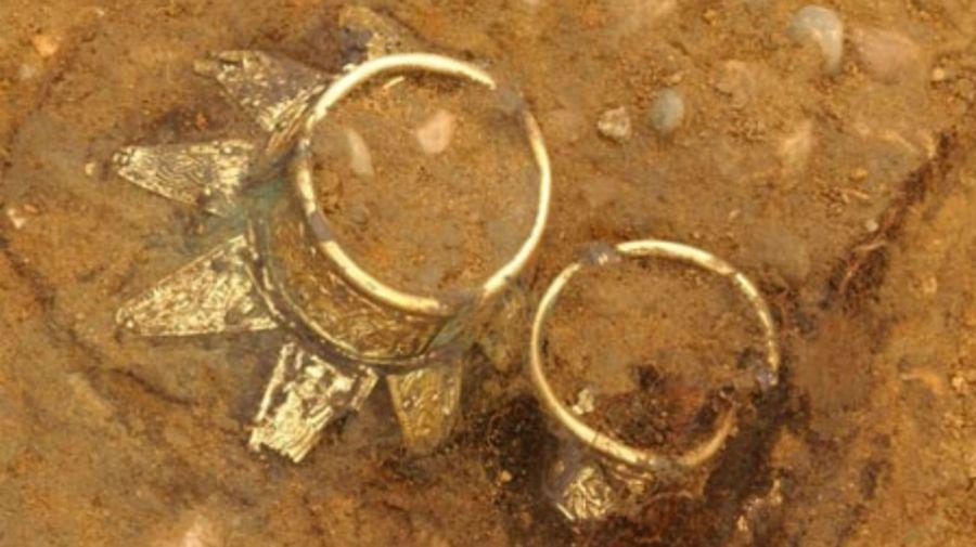 Los objetos hallados en la tumba de Essex.