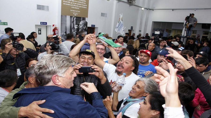 Festejo del peronismo en La Pampa por el triunfo de Ziliotto.