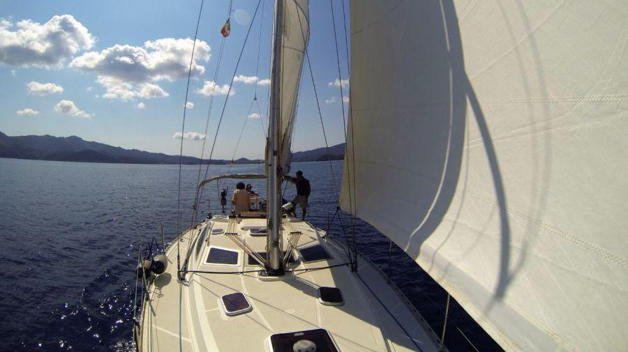 0529 La isla de Elba, donde navegar en yate es costumbre