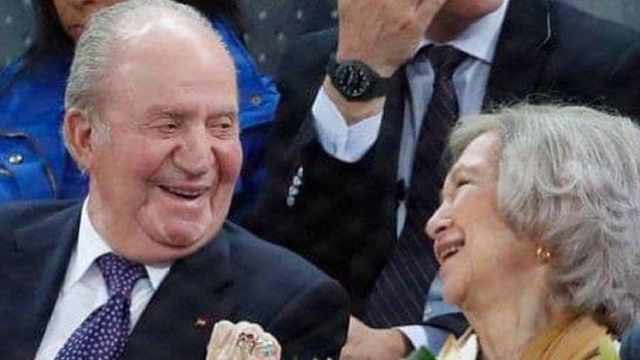 El rey Juan Carlos reaparece a dos días de retirarse oficialmente