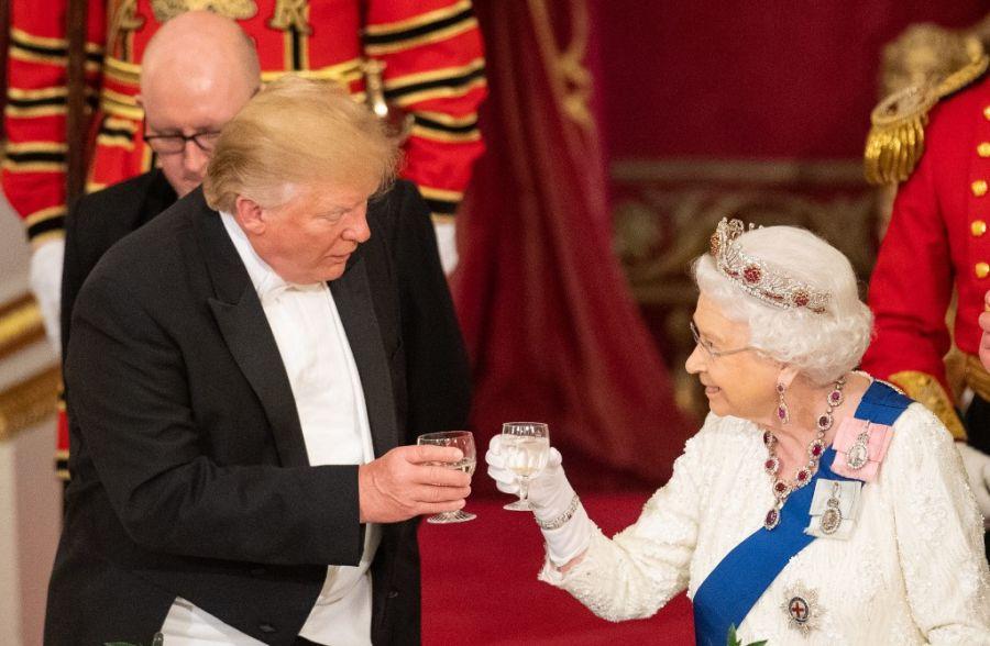 donald trump reina isabel banquete