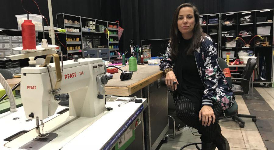 La española supervisa más de 1000 prendas por show