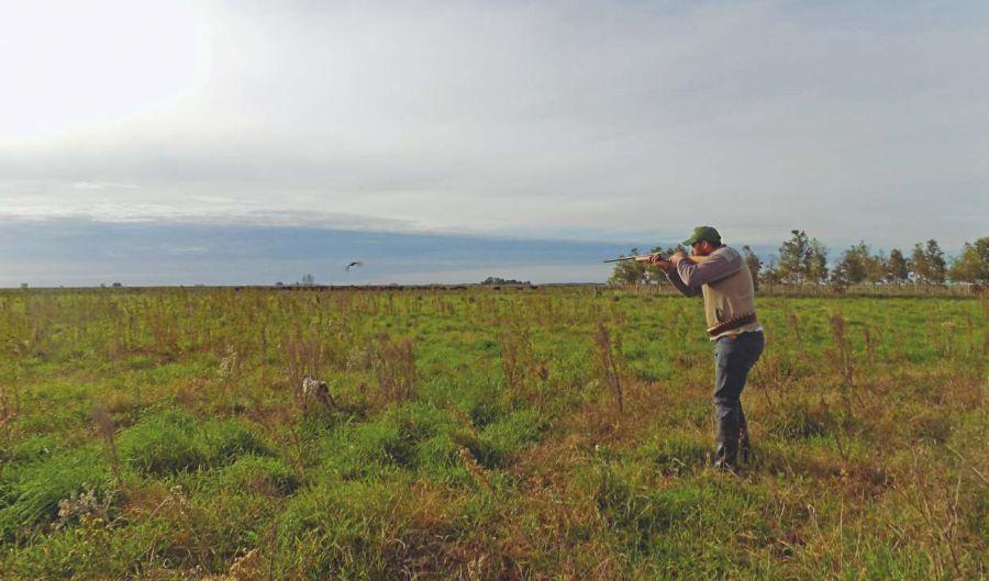 La caza deportiva también se defendió en la reunión como actividad legalmente regulada.