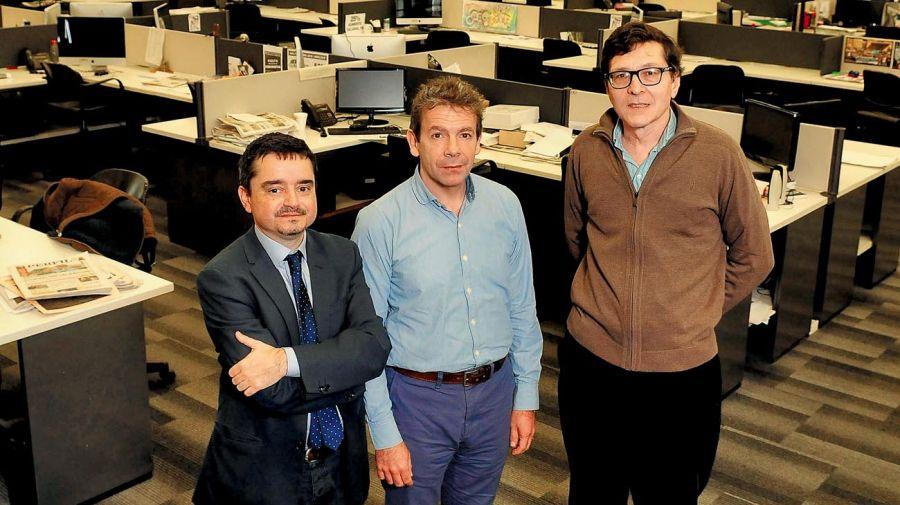 Los periodistas José Crettaz, Martín Becerra y Fernando Ruiz, en la entrevista con Fontevecchia.