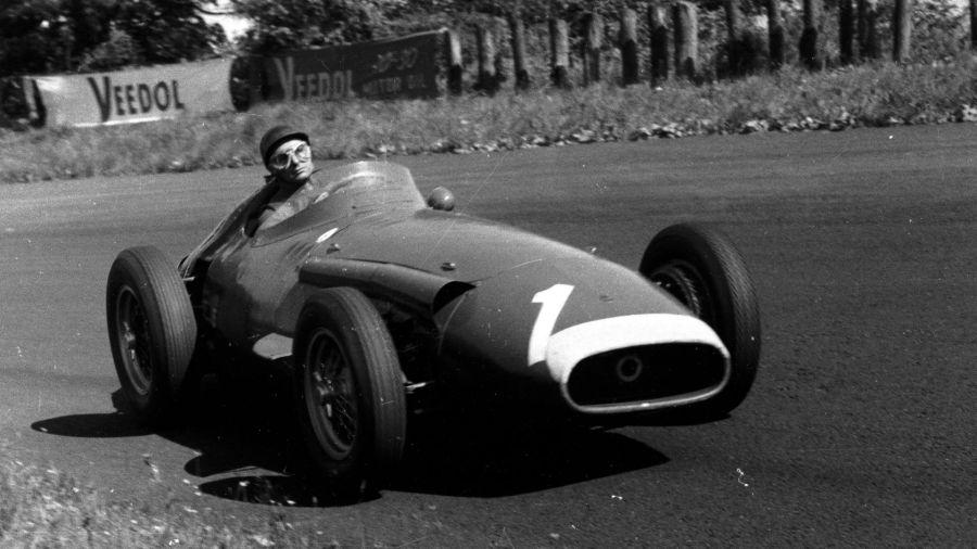 Recordamos a Juan Manuel Fangio en el Día Nacional del Piloto