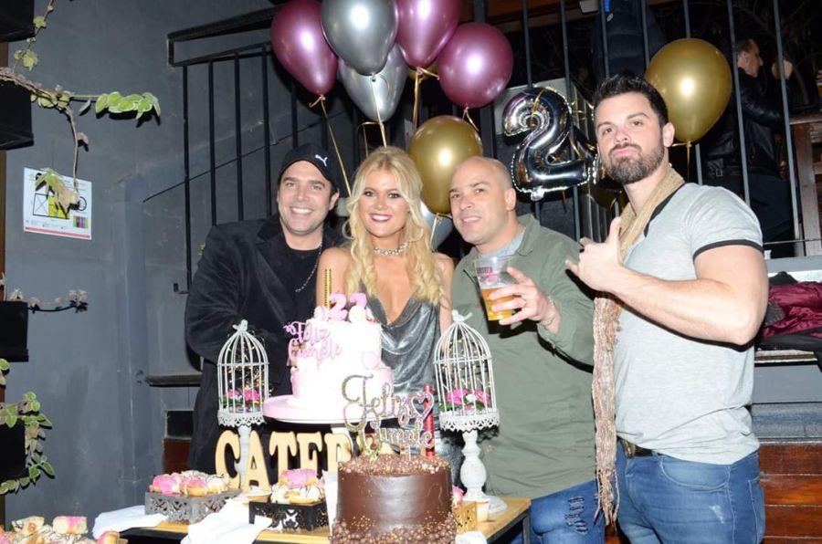 Las mejores fotos del cumpleaños de la infartante rubia que conquistó a Matías Alé
