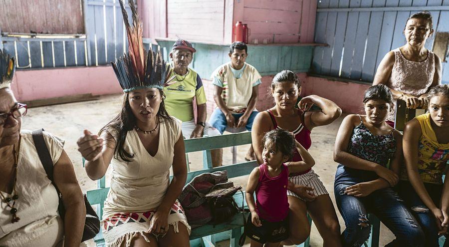 Las tribus de Egidia Dos Reis y Maraguas luchan cotidianamente contra las políticas represivas del presidente de Brasil