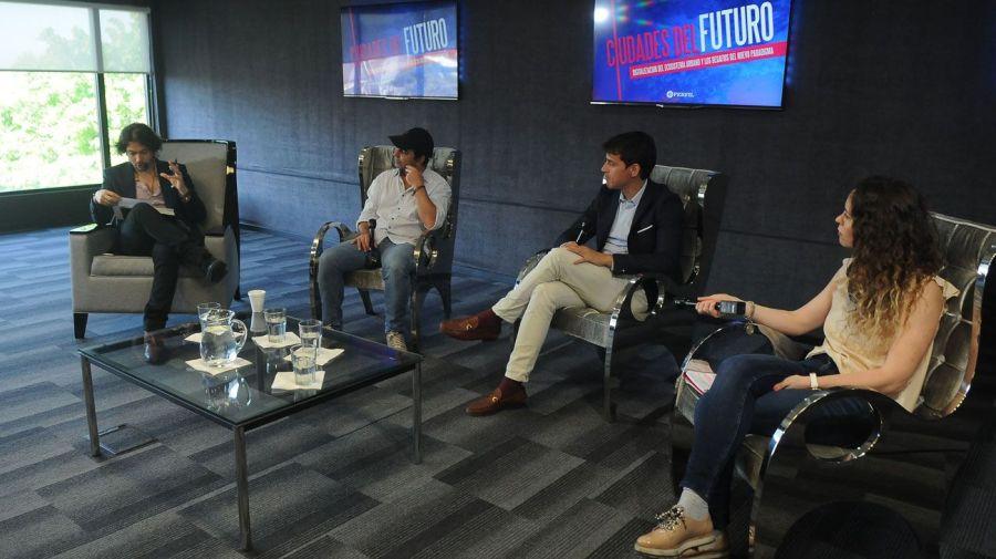 Archivo. En la segunda edición, Agustino Fontevecchia, Director Ejecutivo de Editorial PERFIL, moderó el encuentro del cual participaron Patricio Fuks (WeWork); Mariano Otero (Uber) y Ana Furey (PayU).