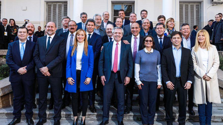 Alberto Fernández junto a representantes de 19 provincias en Rosario.