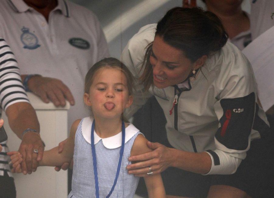 Kate Middleton junto a su hija en la regata