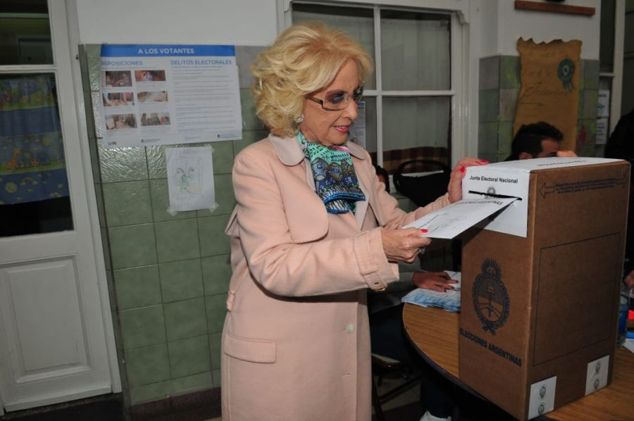 Así fue a votar Mirtha Legrand