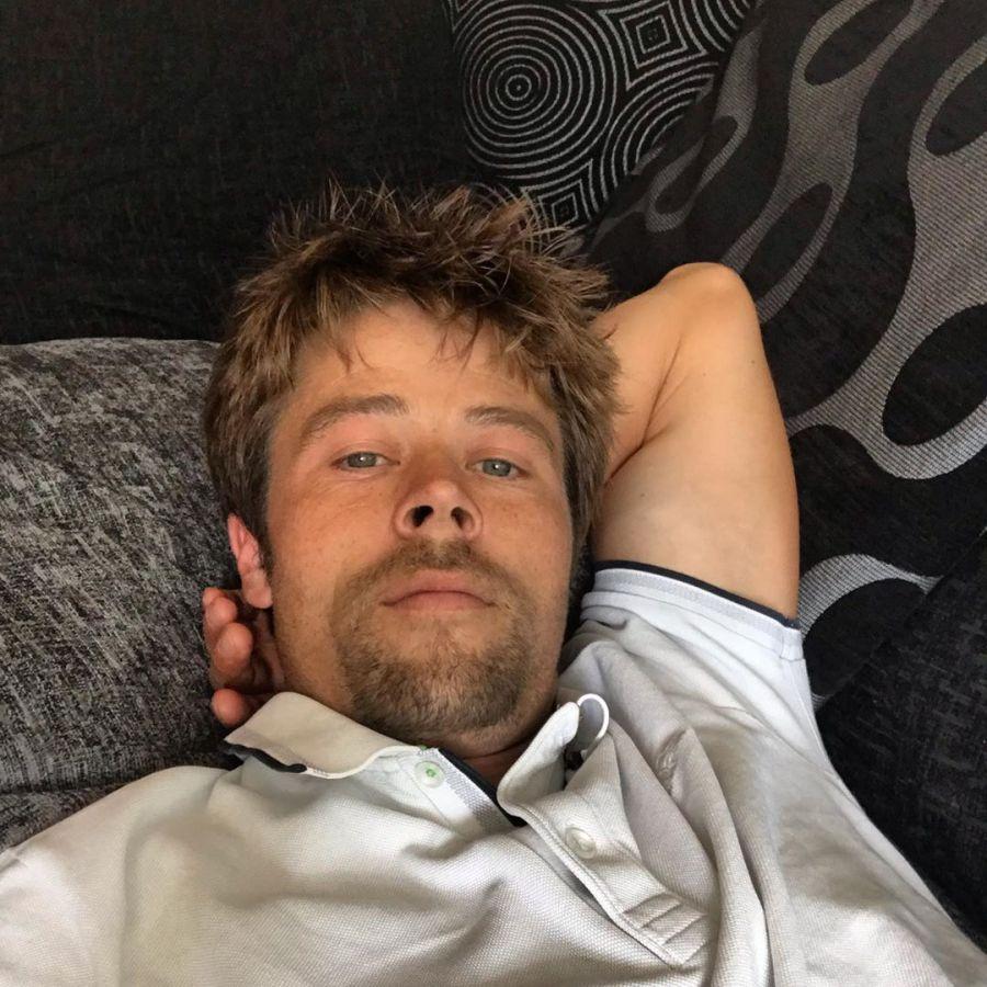 El albañil que se hizo viral por su tremendo parecido con Brad Pitt
