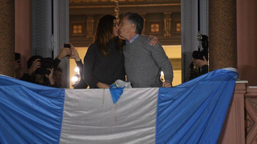 Emoción y arenga por parte de Mauricio Macri, desde el balcón de la Casa Rosada.