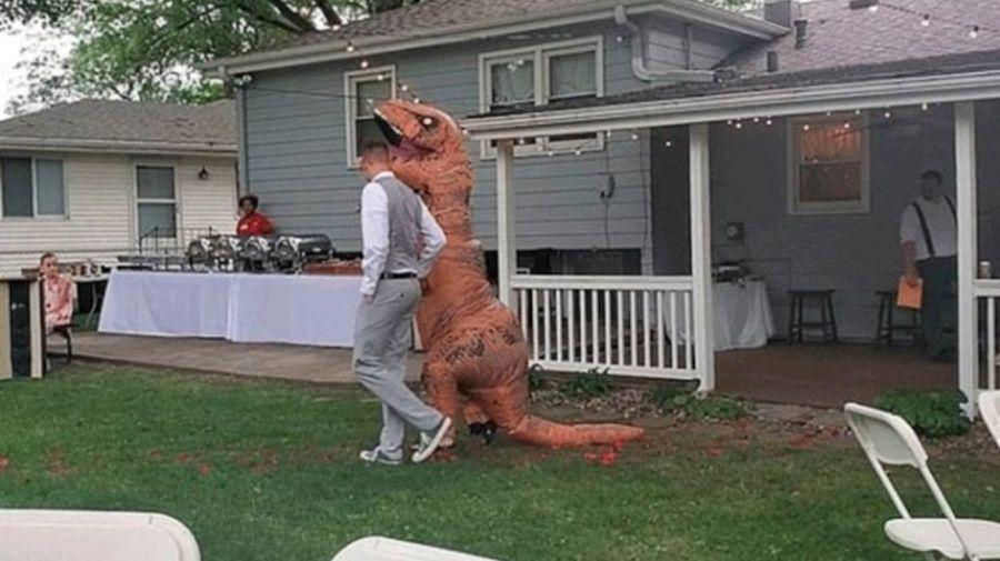 dinosaurio novia 09042019