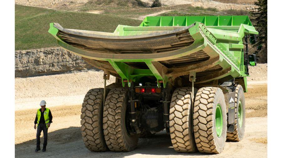 El camión más grande es eléctrico y jamás se recarga