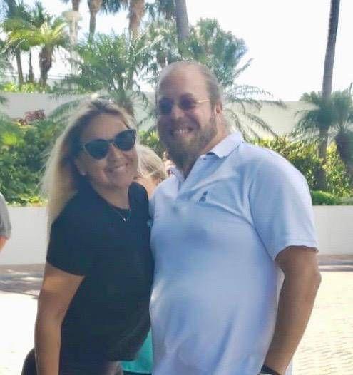 Verónica Ojeda y el empresario Gill Dezer en Miami