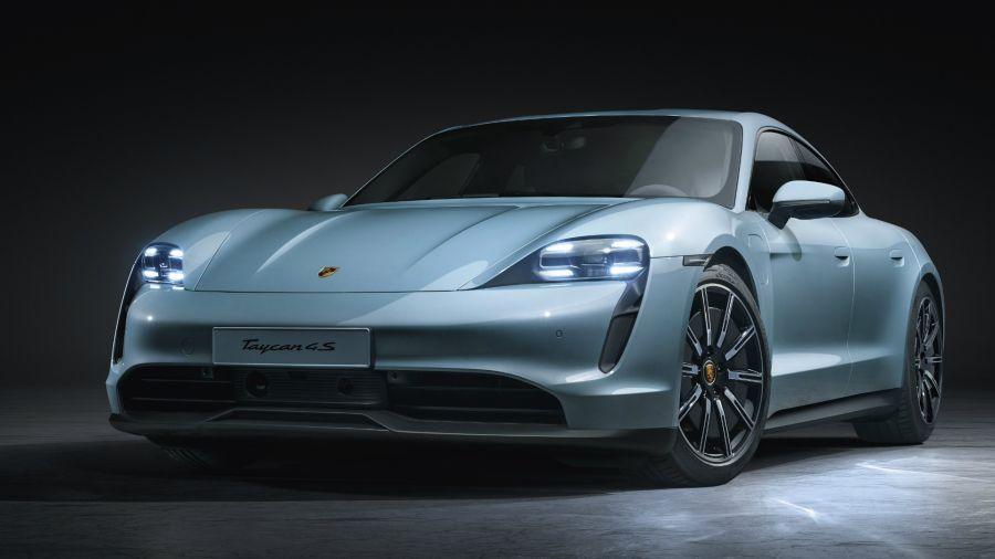 """Taycan 4S: Porsche lanza la versión """"económica"""" de su modelo eléctrico"""