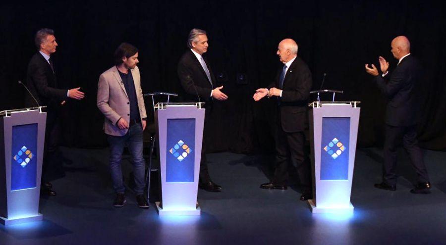 despedida de los candidatos en el escenario del debate 20191020