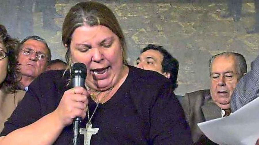 Elisa Carrió, allá por los '90, se presentaba en televisión siempre con un crucifijo.