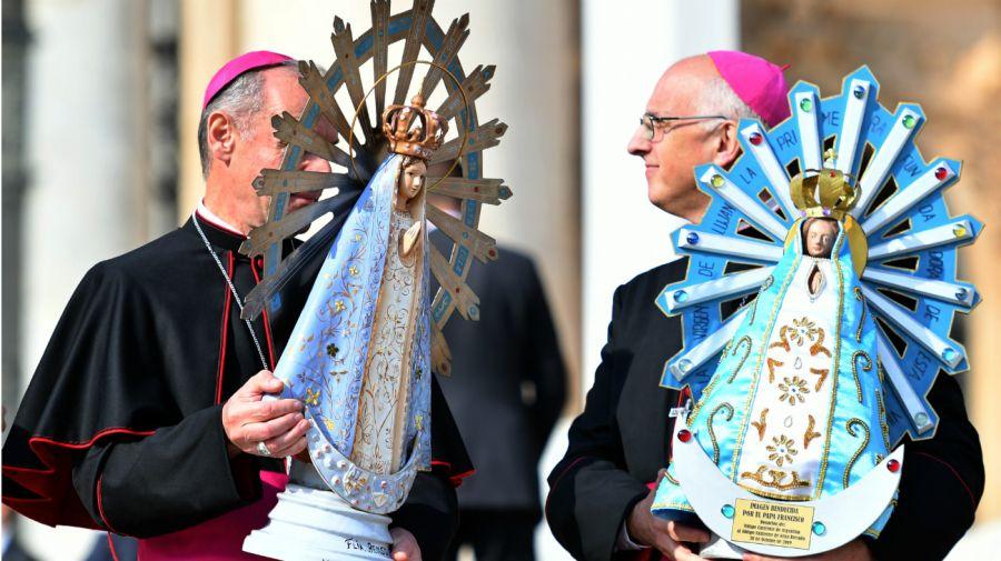 El papa Francisco recibe la Virgen de Luján que estuvo en Malvinas