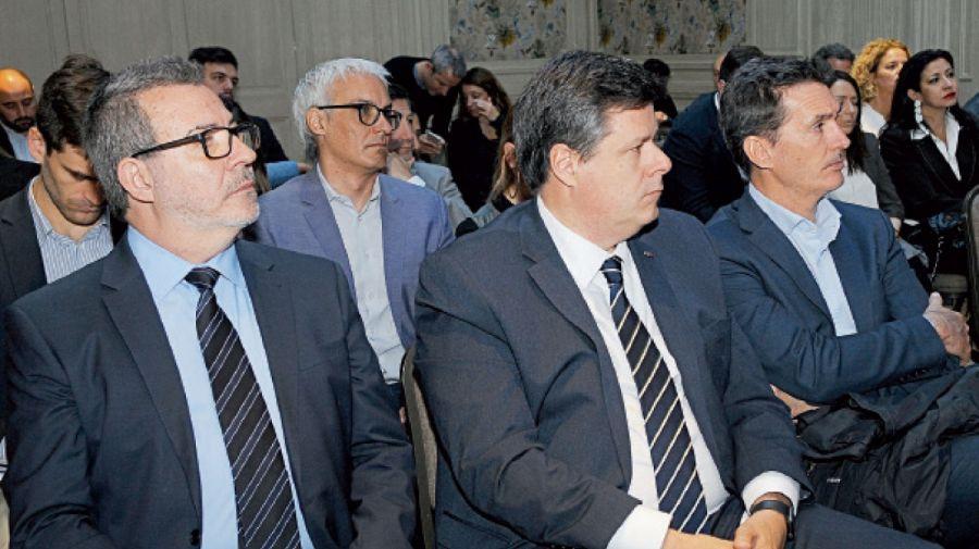 En primera fila, el jefe de redaccion de NOTICIAS, Claudio Gurmindo; el vicepresidente de GM Argentina, Federico Ovejero; y Rodriguez Canedo.