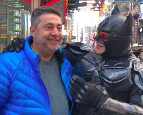 Batman de Times Square con Daniel Angelici.