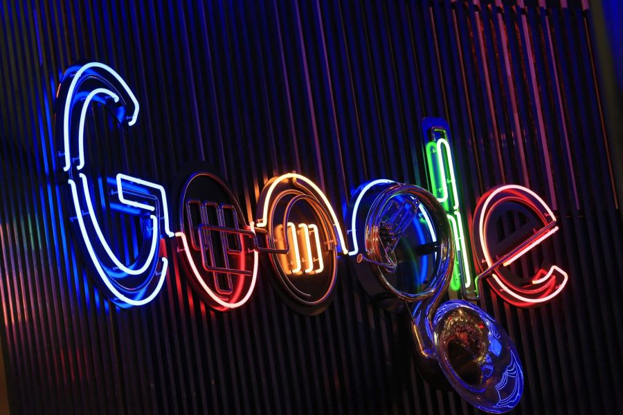 Google (GOOGL), VMware (VMW) Bolster Alliance to Lift Sales