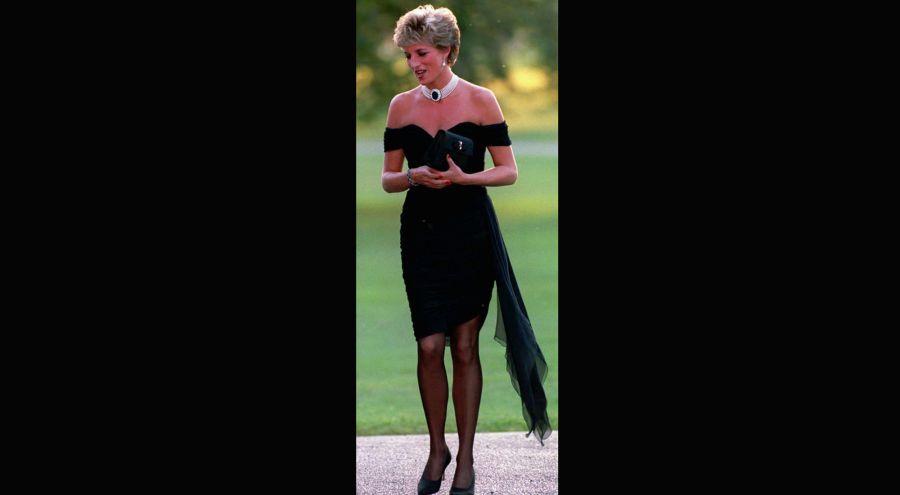 El vestido más icónico de Ladi Dy se venderá en una subasta