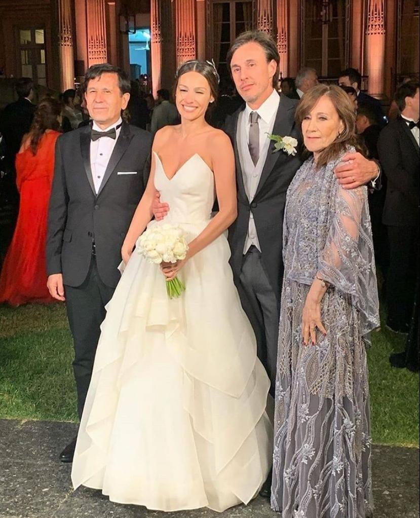 Pampita con Robert, su madre y su pareja