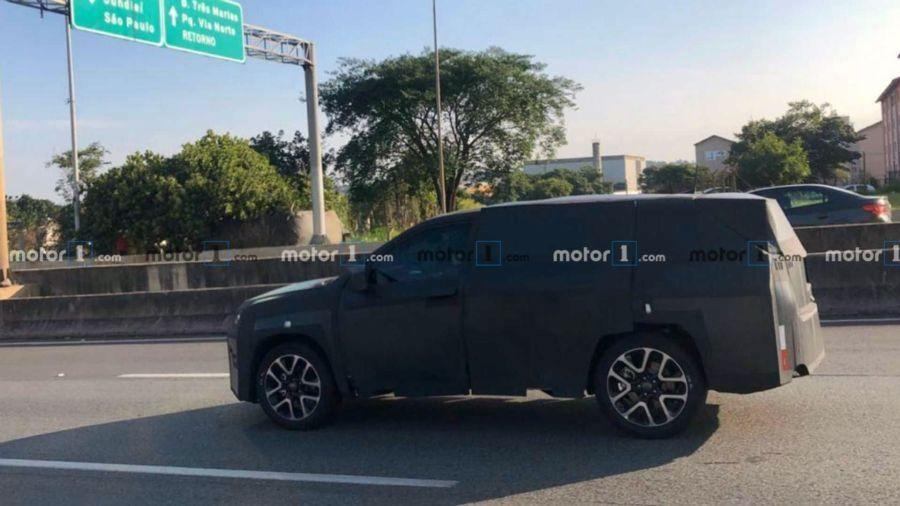 El nuevo Jeep de siete plazas ya circula por las calles de Brasil