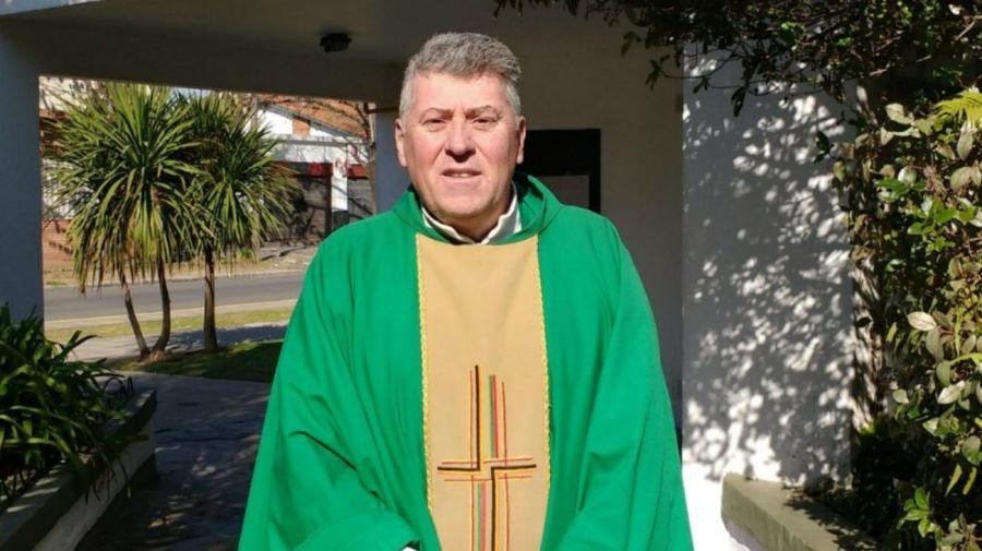 sacerdote Eduardo Lorenzo