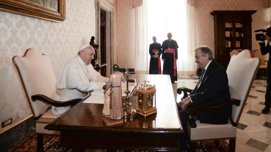 El papa Francisco y el secretario general de la ONU, Antonio Guterres