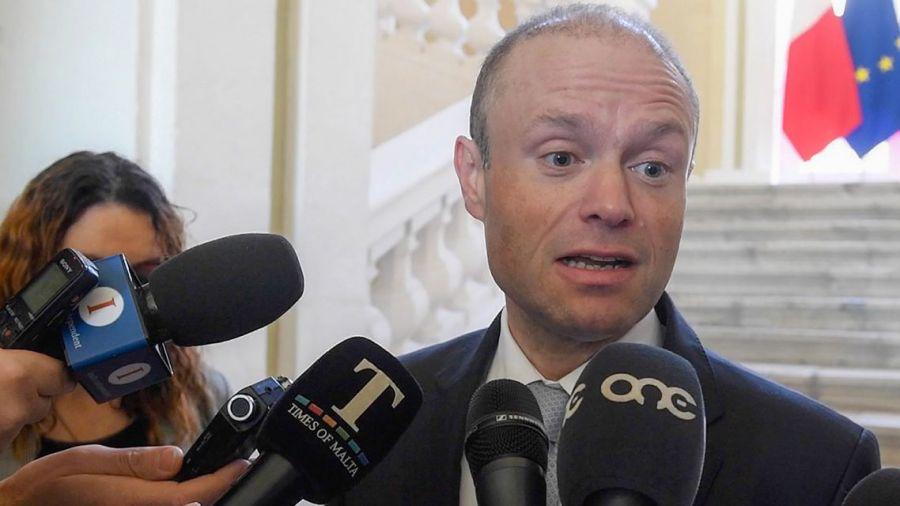 Joseph Muscat, primer ministro de Malta dejará sus funciones tras el asesinato de una periodista que lo investigaba.