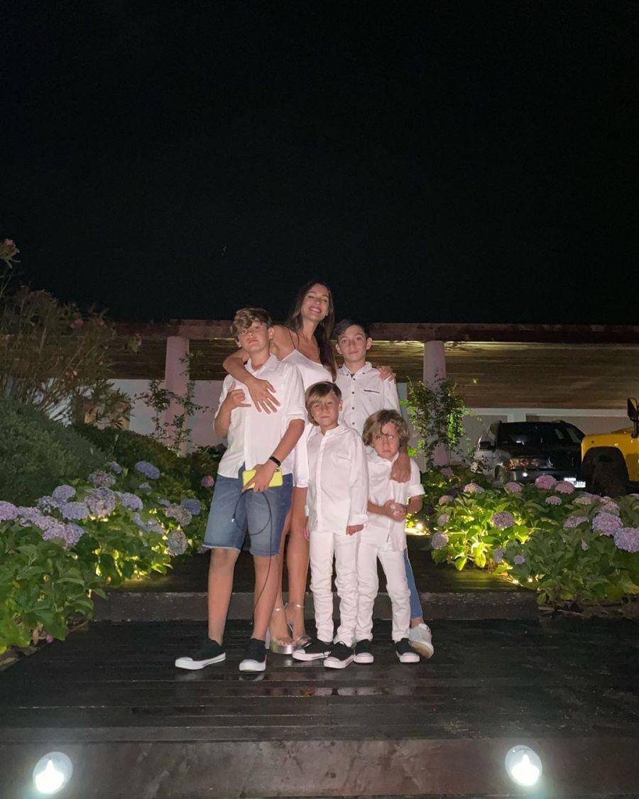 Familia de Pampita en Año Nuevo 2020