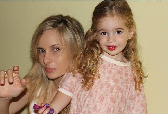 ¡Hermosa! Así está hoy Charo, la hija de Andrés Calamaro y Julieta Cardinali